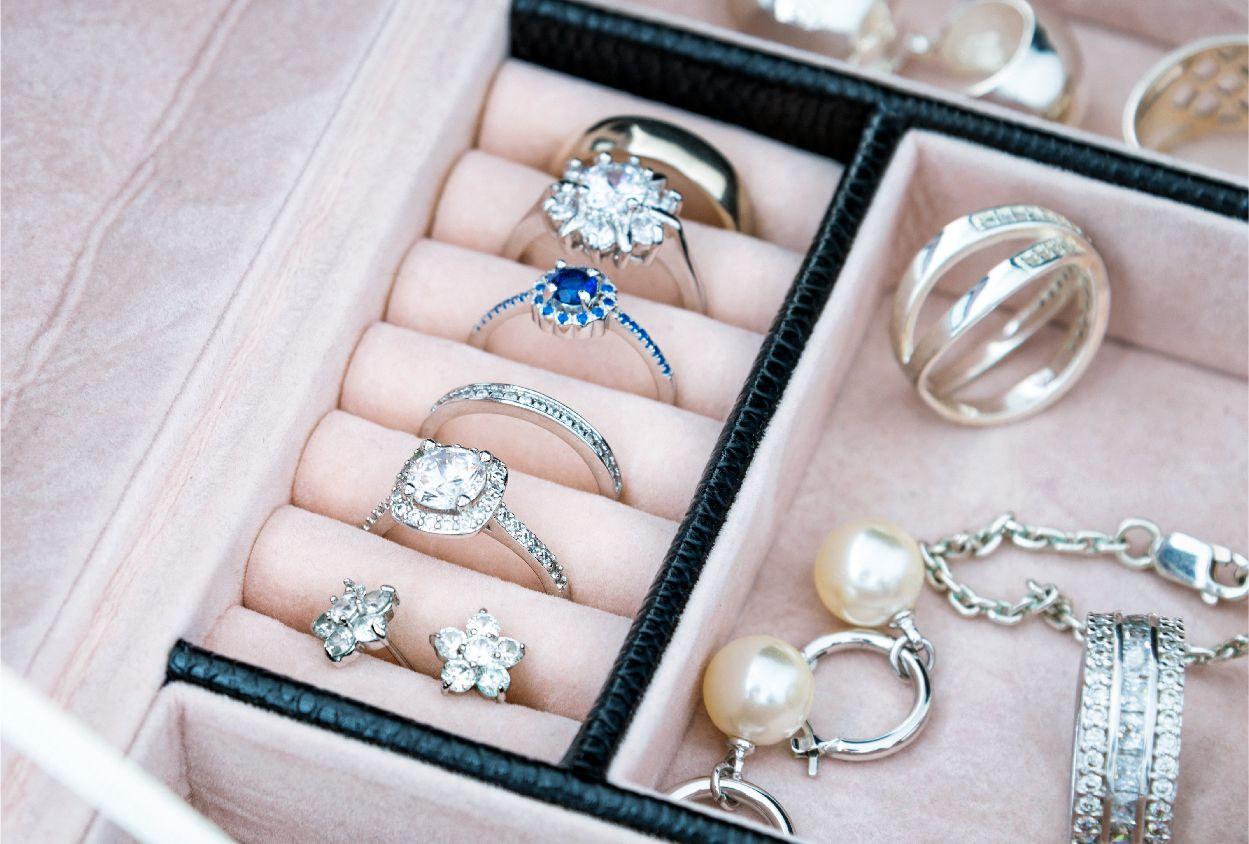 Borrow her ring