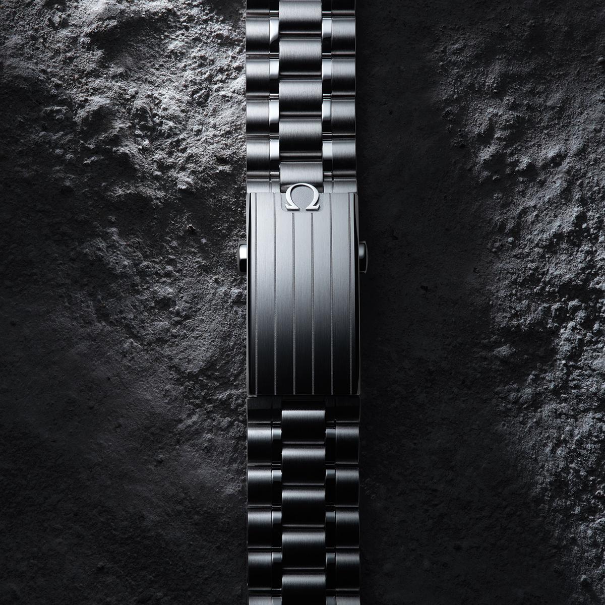 Original Moonwatch features...